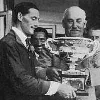 1926-Froes Ellison receives the English Amateur Championship trophy